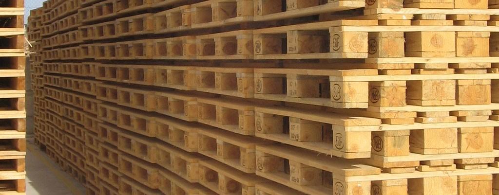 Palets de madera vs palets de pl stico palets barcelona for Madera para palets
