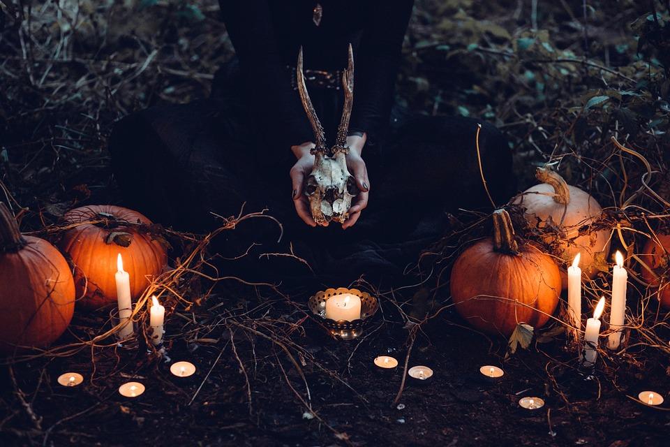 Decora tu casa en Halloween con palets de madera